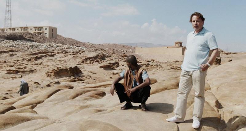Under pyramiden
